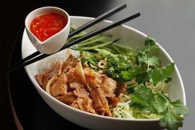 『炒め豚肉のせサラダ麺』