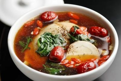 『鶏肉とよもぎの薬膳スープ』