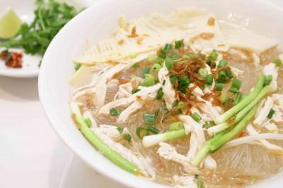 『鶏肉と筍のピリ辛春雨スープ麺』